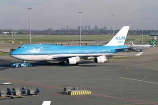 Lietadlo B747-406 spoločnosti KLM. Toto lietadlo, ktoré v decembri 1989 vletelo do oblaku vulkanického popola, ešte stále lieta.
