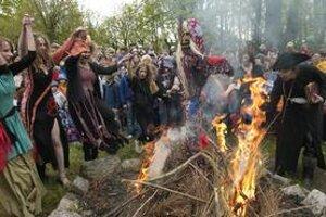 Čarodejnice. Ľudia obdarovaní nadprirodzenou mocou odjakživa priťahovali záujem zvedavcov.