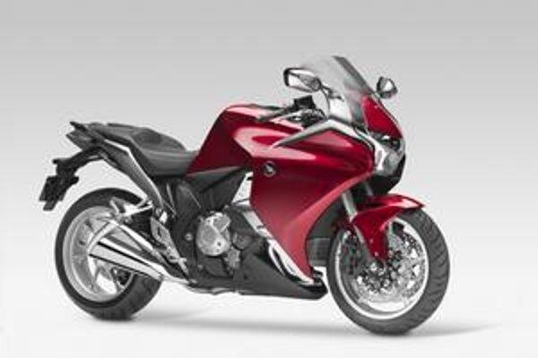 Honda VFR1200F. Motocykel je vystrojený dvojspojkovou šesťstupňovou prevodovkou.