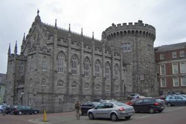 Kráľovská kaplnka. Táto pôvodne protestantská kaplnka je dnes katolíckym kostolom.
