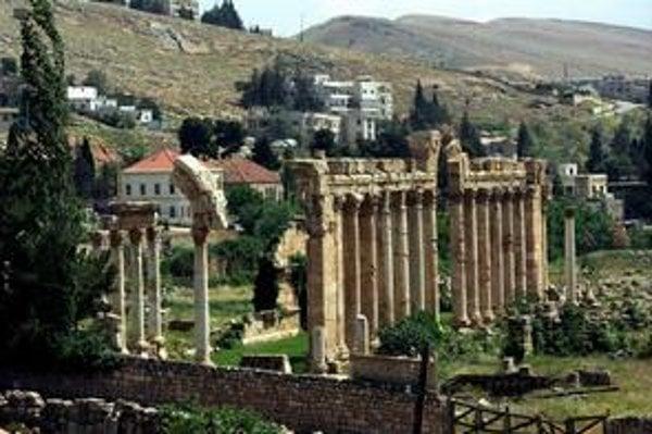 Vstup do Baalbeku. Z bývalej vstupnej brány sú len ruiny.