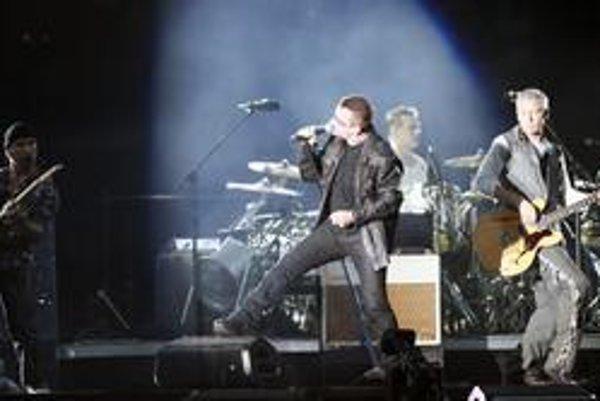 Členovia kapely U2 sa tešia obrovskému záujmu a miliónom dolárov.