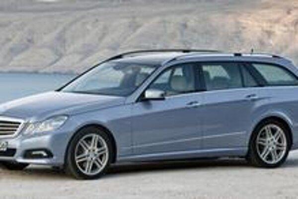 """Mercedes-Benz E model T. Firma Mercedes tradične označuje svoje """"kombíky"""" písmenom T."""