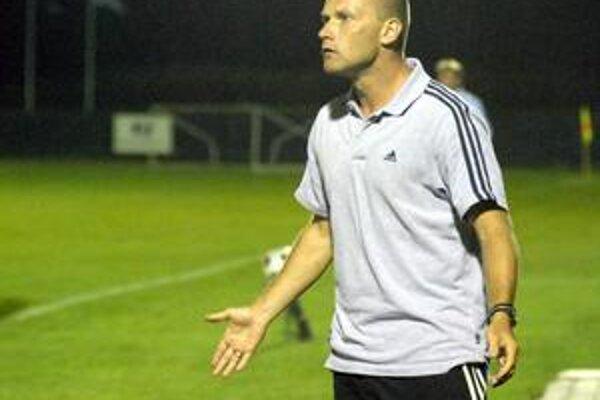 Tréner. Gest znamenajúcich rozpaky by chcel mať A. Šoltis čo najmenej.