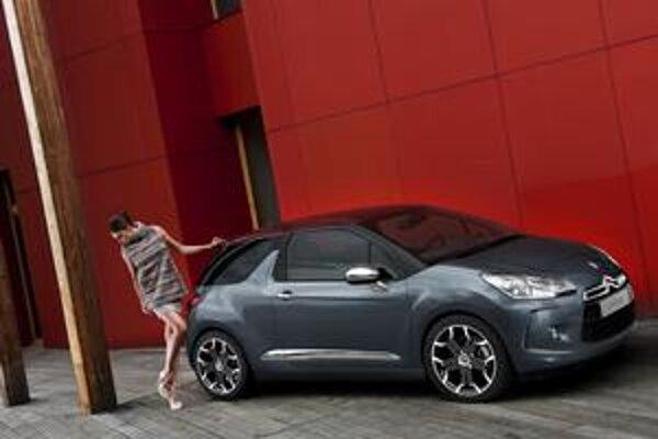 Citroën DS3 má atraktívny dizajn. Je to prvý člen radu luxusne vystrojených vozidiel s označením DS.