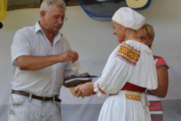 Kniha o Temeši bola uvedená do života počas obecných osláv.