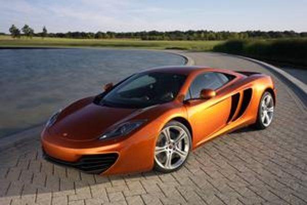 Superšportový McLaren MP4-12C. Ročne sa má vyrobiť tisíc týchto vozidiel.