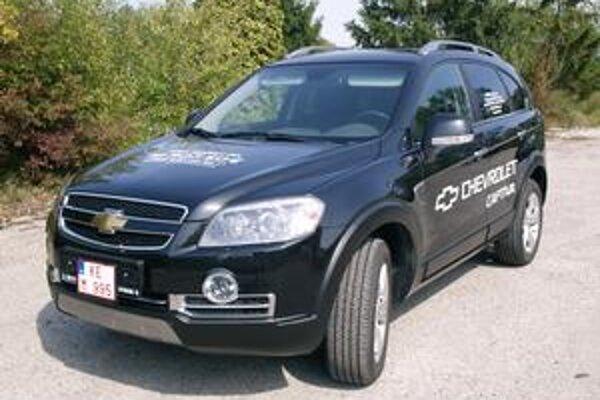 Chevrolet Captiva Sport. Verzia Sport sa od ostatných verzií odlišuje chrómovanými prvkami.