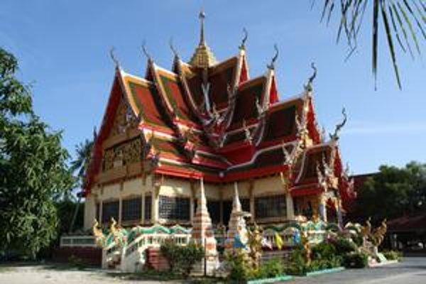 """Jeden z budhistických chrámov na ostrove Ko Samui. Thajsko je celé posiate takýmito famóznymi """"watmi""""."""