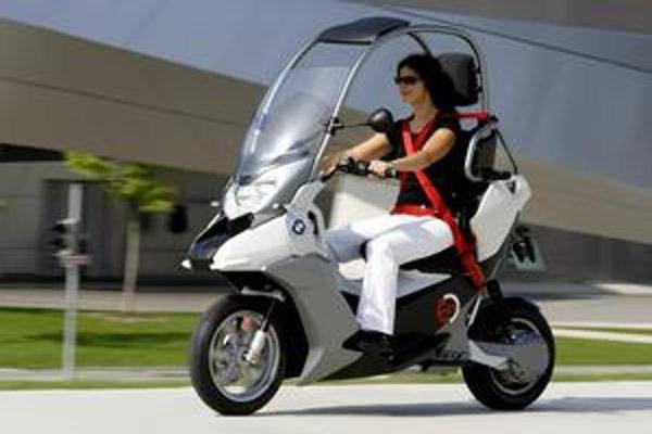 Štúdia BMW C-1E. So sériovou výrobou tohto skútra s elektrickým pohonom sa nepočíta.