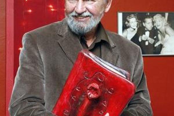 Vladimír Renčín. Jeho kresby s vtipnými textmi už desaťročia milujú Česi i Slováci.
