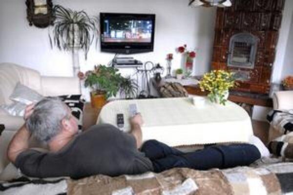 Ovládač je podľa muža nástroj na prepínanie 55 televíznych programov každé dve minúty.