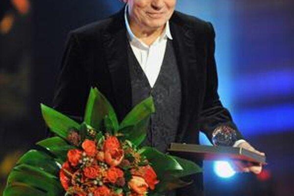Výnimočný Gott. Od roku 1963 vyhráva Slávikov, jeho kariéra trvá neuveriteľných 50 rokov.