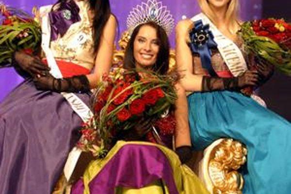 Víťazka Barbora Franeková a prvá vicemiss Soňa Skoncová sú brunetky, tretiu pozíciu si vybojovala blondínka Aneta Valentová.