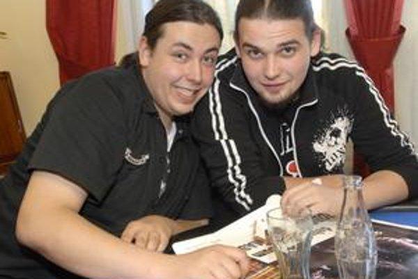 Robo Šimko a basgitarista Ivan Štefánik sú na debut Massriotu veľmi pyšní.