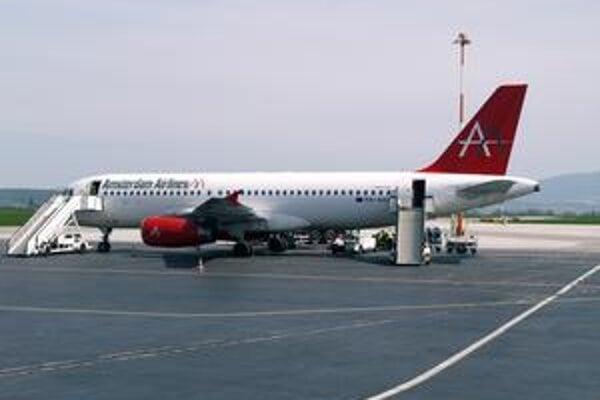 Airbus A320. Spoločnosť Amsterdam Airlines má zatiaľ len toto jediné lietadlo