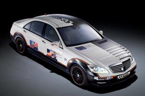 Mercedes-Benz ESV. Vozidlo má v dverách inovatívne kovové airbagy