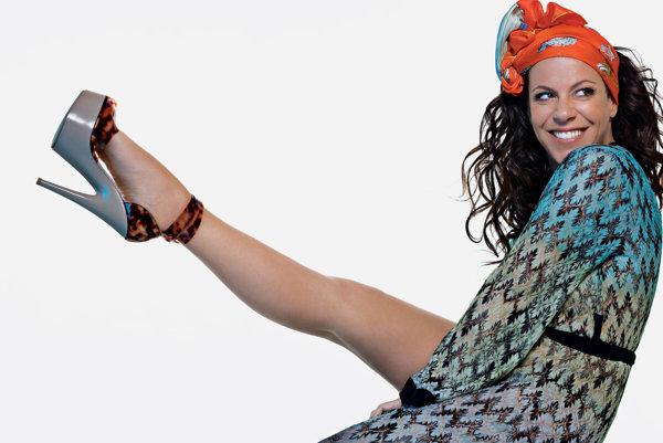 Speváčka Bebel Gilberto.