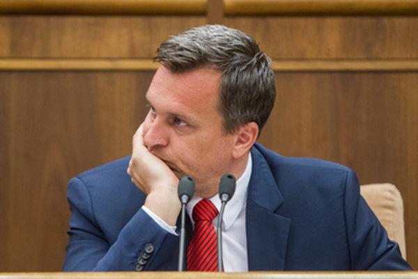 """Predseda parlamentu Andrej Danko z SNS chce novými pravidlami pre poslancov zabrániť """"deštruizmu, ktorý deštruuje štát""""."""