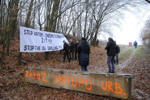 Aj v Ruskej Porube protestujú ľudia proti prieskumným vrtom.