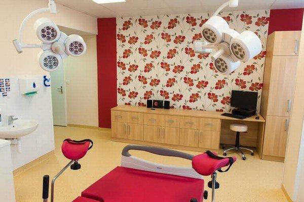 Pôrodná izba vhumenskej nemocnici. Štandard pre všetky pacientky bez výnimky.