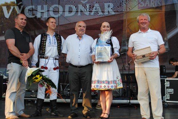 Folklórny súbor Chemlon v tomto roku oslavuje 45. výročie založenia.