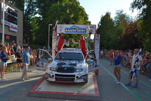 Nečakaný víťaz. Rallye Tatry ovládol Tomáš Ondrej.
