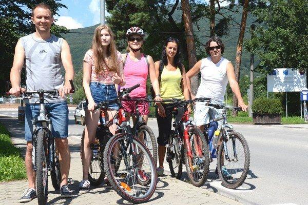 Nadšenci cyklistiky. Členovia OZ Mesto vpohybe majú víziu spojiť sídlisko Juh aj splavárňou či športovými štadiónmi.