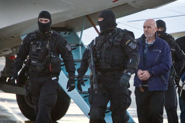 Drogového dílera Bakiho Sadikiho eskortovali na Slovensko v decembri 2012 z Kosova, kde sa skrýval.