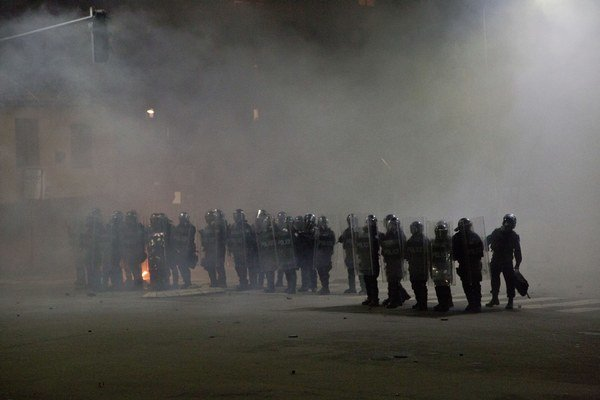 Kosovská polícia použila slzotvorný plyn na rozohnanie niekoľko sto protestujúcich.