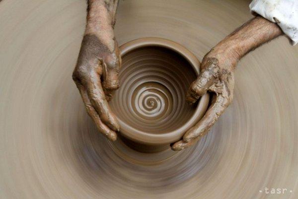 Tvorba z hliny.