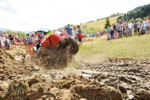 Na trati súťaže podomácky vyrobených traktorov O habovský kardan.
