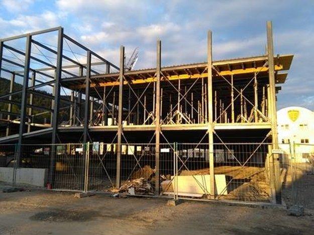 Parkovací dom je aktuálne vo výstavbe.