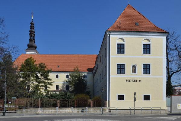 Kláštor klarisiek,  dnešné Západoslovenské múzeum v Trnave.