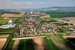 Letecký pohľad na Ivanku pri Nitre.
