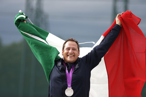 Massimo Fabbrizi obhajuje striebornú medailu v trape z olympijských hier 2012 v Londýne.