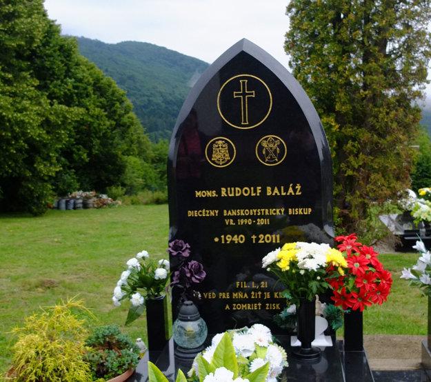 V rodnej obci je aj pochovaný.