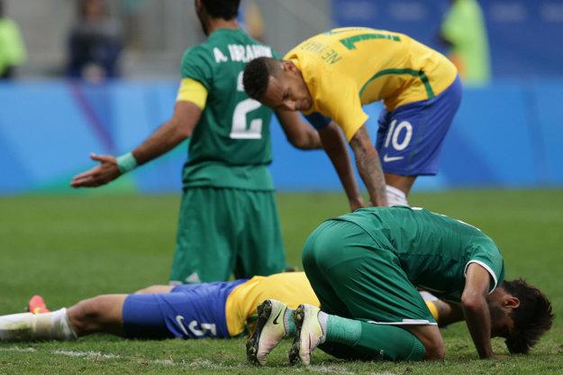 Hráči Iraku sa tešia z remízy proti Brazílii.