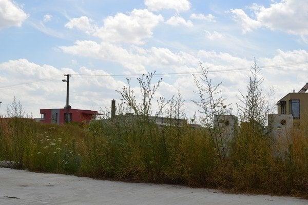 Tam, kde ešte ostali voľné parcely je už pripravená ďalšia výstavba.