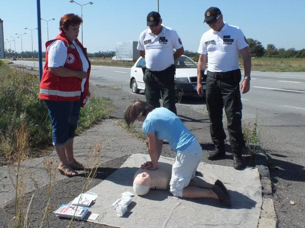 Pracovníčka Červeného kríža Ingrid Tomášová pri akcii v Trebišove.