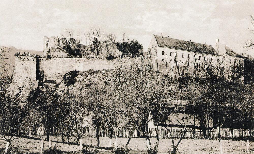 Dobová pohľadnica z knihy Krajina hradov.