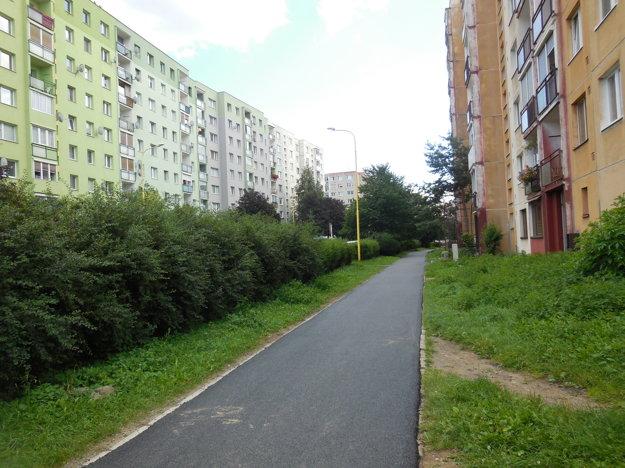 Na Sibírskej. Novopoložený chodník.