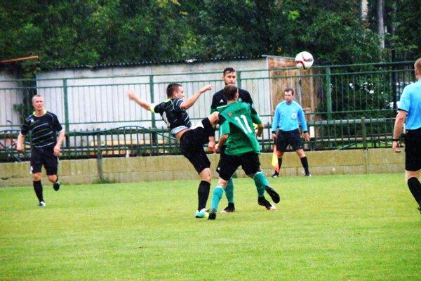 Zo zápasu 2. kola SC Nové Zámky - Veľké Ludince 0:1