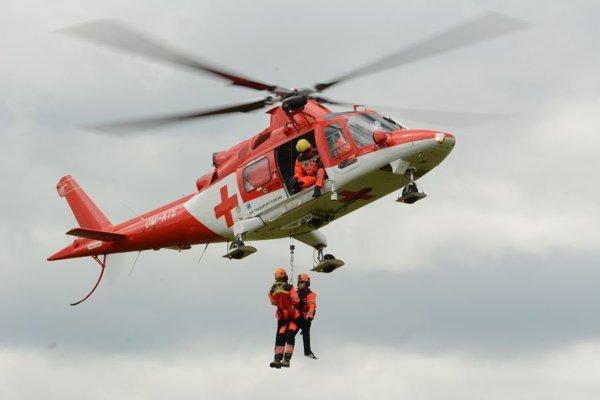 Vážnosť zranenia si vyžiadala zásah leteckých záchranárov.