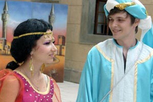 Hlavnými postavami príbehu na bojnickom zámku sú Jasmína a Aladin.