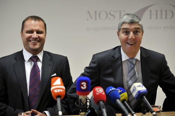 Spolupráca Bélu Bugára z Mosta-Híd a Andreja Hrnčiara môže odradiť časť voličov na juhu Slovenska.