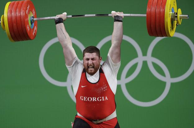 Gruzínec Talachadze je novým olympijským víťazom aj novým svetovým rekordérom.