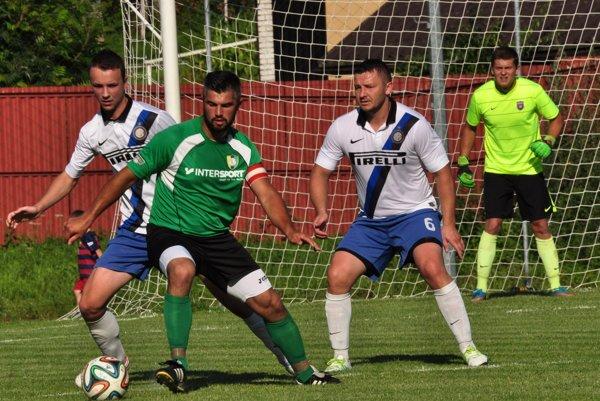 Roman Baláž (v zelenom) je už trénerovi k dispozícii.