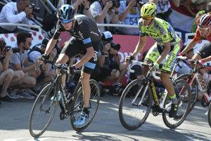 Chris Froome (vľavo) a Alberto Contador patria k najväčším menám tohtoročnej Vuelty. Froome je zatiaľ priebžne tretí.