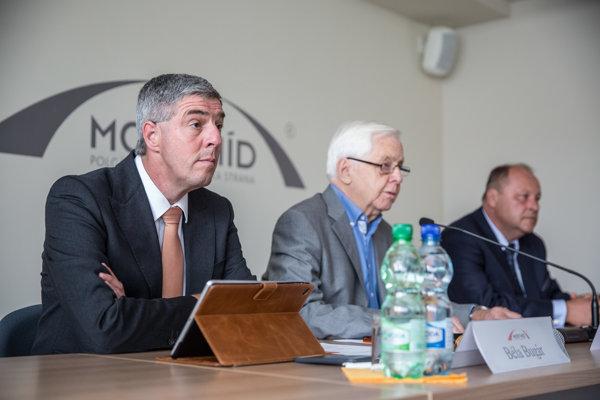 Predseda strany Most-Híd Béla Bugár a podpredsedovia strany Rudolf Chmel a Elemér Jakab na zasadnutí Republikovej rady strany Most-Híd.